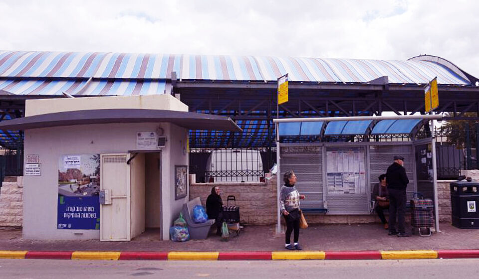 Busstation mit Bunker in Sderot